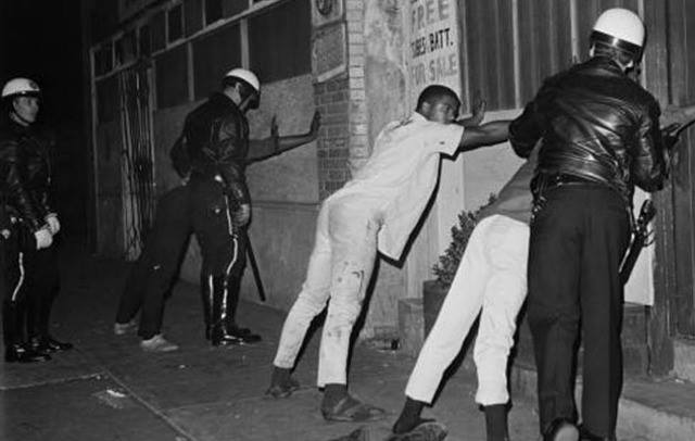 Watts Riots (1965) (c) UC Regents-UCLA Library
