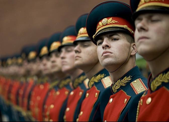 Russian soldiers in Soviet uniform