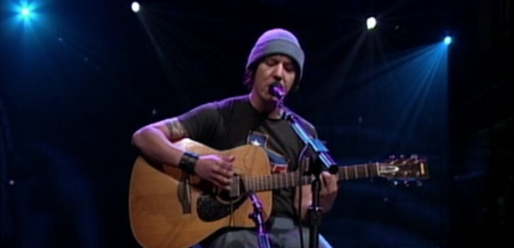 Elliott Smith plays Miss Misery on Conan O'Brian, in Heaven Adores You.