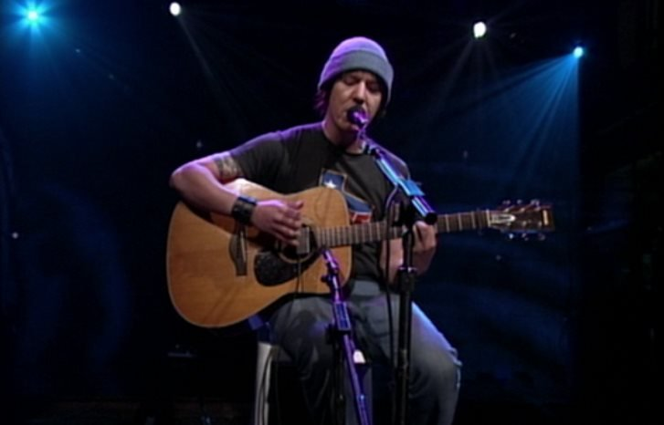 Elliott Smith sings Miss Misery on Conan O'Brian.
